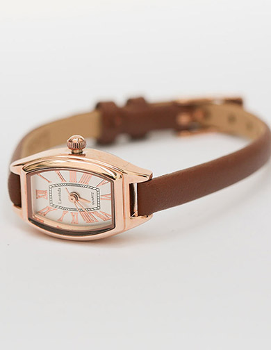 달리호텔 / Gold Frame Leather Watch